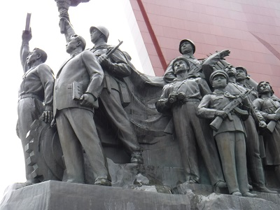 Statues to the side of Mansu Hill Grand Monument