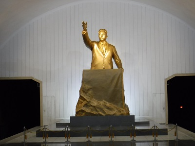 Statue of Kim Il Sung giving the liberation day speech.
