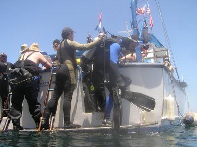 Is that the Divemaster turning Nick's air off as a practical joke?