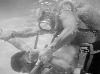 Sea Hunt Underwater fight